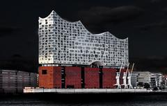 Elbphilharminie Hamburg. (Explored 05.08.2017) (fotoerdmann) Tags: hafencity deutschland outdoor germany elbphilharmonie architektur elbe hamburg canon fotoerdmann