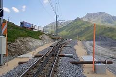 MGB - Station Nätschen Oberalp (Kecko) Tags: 2017 kecko switzerland swiss schweiz suisse svizzera innerschweiz zentralschweiz uri nätschen oberalp pass oberalppass matterhorngotthardbahn railway railroad mgb eisenbahn bahn bahnhof station gleis track baustelle constructionsite schmalspur zahnstange abt mountain swissphoto geotagged geo:lat=46642280 geo:lon=8606940