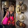 Chez le chapelier (Lucille-bs) Tags: europe france iledefrance paris 500x500 femme chapeau chapelier dos sac rose reflet lucille placedesvosges blonde