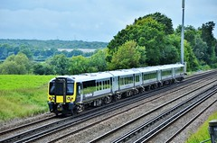 South Western Railway 444040 (stavioni) Tags: swt swr emu south west trains western railway electric multiple unit rail train class444 siemens desiro new livery 444040