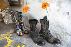 con dos pares de botas (Samarrakaton) Tags: nikon d750 andalucia