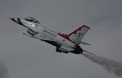 IMG_6070 (MarkAbbott1962) Tags: usa thunderbirds display team aircraft airshow aviation air riat fast flying fighter jet fairford jets airplane usaf thunderbird6 inspiredbylove