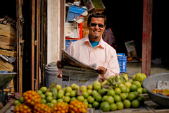 Ahmedabad | Gujarat (chamorojas) Tags: ahmedabad fruitmarket gujarat india indian man market food
