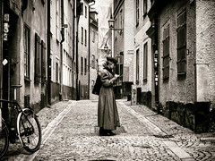Retro Girl (Feldore) Tags: sweden retro fashion gamla stan sepia girl beret trench coat military 1950s vintage cobbled street stockholm standing feldore mchugh em1 olympus 1240mm