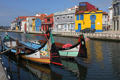 Aveiro (hans pohl) Tags: portugal aveiro boats bateaux houses maisons canal eau water cities villes
