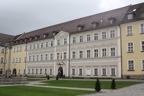 Kloster Metten: Südflügel des großen Klosterhofes