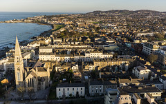 Winds of Dún Laoghaire (Wind Watcher) Tags: red windwatcher kite dopero dún laoghaire ireland kap