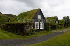 40081370 (wolfgangkaehler) Tags: 2017 europe european iceland icelandic island south southern skogarvillage skogarfolkmuseum museum traditionalarchitecture traditional turfhouse turfhouses earth grass building buildings sod sodhouse sodhouses sodroof exterior nopeople