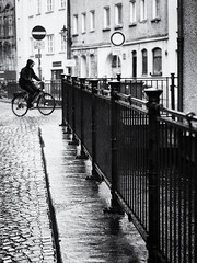 rainy day (Sandy...J) Tags: olympus monochrom blackwhite bw atmosphere rain urban noir street streetphotography black white city biker