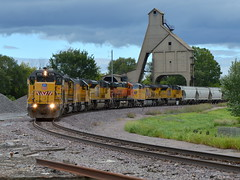 Making the turn (Robby Gragg) Tags: up upy gp151 715 de kalb