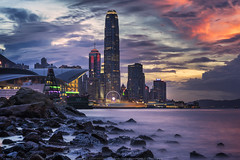 Casuseway Bay, Hong Kong (mikemikecat) Tags: international finance centre hong kong ifchk 香港國際金融中心 central district mikemikecat scenery cityscapes 香港 天際線 twilight nightscape nightview night 夜景 城市 天空 bluehour victoriaharbour casusewaybay 銅鑼灣 sea sony a7r waterscape water rock 黃昏
