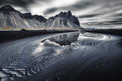 Vestrahorn Islande (EtienneR68) Tags: landscape paysage colors montagne mountain bleu blue hills vestrahorn snaefellsnes reflet reflection water marque a7r2 a7rii sony pays iceland islande waterfall glace