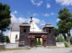 Fortified church at Krynki (roomman) Tags: 2017 poland świętokrzyskie voivodeship starachowice krynki fortified old wood wooden church entrance gate