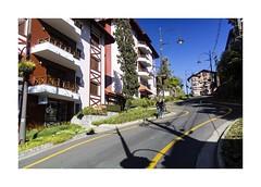 Crazy Street (W Gaspar) Tags: gramado riograndedosul brazil v1 brasil southamerica latinamerica urban street photoborder wgaspar travel nikon nikkor morning serragaúcha