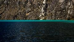TEXTURAS (Erick Llanos) Tags: textura texture laguna llanganuco huaraz perú peru lakes landscape botes agua water blue light montaña nevados huandoy trekking turismo huaráz paisajes sierra canon canon700d canon1855mm canoneos700d canon1855 efs1855mm reflejos rocas rocoso clouds nubes árboles plantas trees