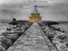 Leuchtturm. lighthouse. (Blende2,8) Tags: wellen puntasabbioni venedig wolken himmel weg steine italien iphone meer wellenbrecher leuchtturm lighthouse