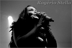 Tarja Turunen (Rogério Stella) Tags: rogerio stella music show gig concert venue live band bands instrument instruments song stage photography photo documentation photographer documentarist portraits portraiture performance preto branco black white pb bw música palco fotografia retrato nikon apresentação banda fotojornalismo documentação idol ídolo tour finland the brightest void shadow self metal lírico rock tarja turunen sing singer canto cantora 2017
