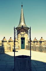 Pozo (Fotos de vida.) Tags: segovia ciudad city castilla castillayleon spain españa alcazardesegovia alcazar castillo castle king pozo water well waterwell agua