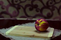 Peach 101 (L Urquiza) Tags: still life peach durazno frut naturaleza muerta bodegon