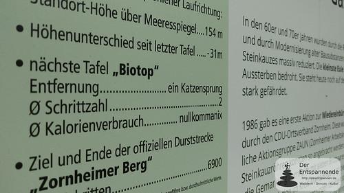 """Nächste Tafel """"Biotop"""". Entfernung: Ein Katzensprung, 2 Schritte in nullkommanix."""