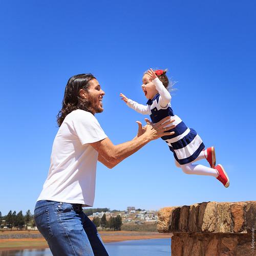 (textão)  É muito mágico observar a confiança e entrega de uma criança. Me sinto realizado de ser pai da Sophia e tento dar todo o suporte para que um dia ela possa ser QUEM ELA QUER SER. Difícil isso né?! Ter o desprendimento de não forçar aquelas trocas