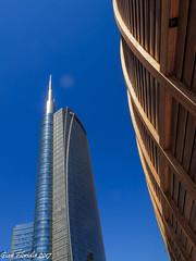 Curvy shapes in the sky (3) (Gian Floridia) Tags: milano piazzagaeaulenti agosto architecture architettura august azzurro blue cielo curvy forma grattacielo shape sinuosa sky skyscraper sole sun