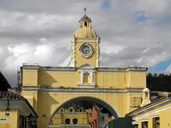 El Arco (Alveart) Tags: guatemala suramerica southamerica latinoamerica latinamerica centroamerica centralamerica alveart luisalveart antigua barroco ultrabarroco olympus unesco worldheritage patrimoniodelahumanidad colonial sacatepequez santiagodeloscaballeros calicantoguatemala