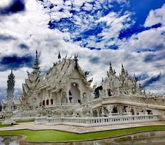 Wat Rong Khun...🏯 White Temple......🌎 (carlesbaeza) Tags: temple templo white blanco tailandia travel viatge viajar ngc budista hindu budism