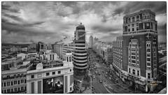 (532/17) Callao (Pablo Arias) Tags: pabloarias photoshop photomatix nxd españa cielo nubes arquitectura bn blancoynegro monocromático edificios carrión granvía callao madrid