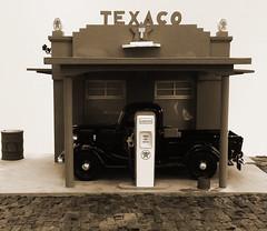 Posto Musse & Irmão, 1944 (Giovani Gabriel) Tags: gasstation texaco ford 40s miniature diorama