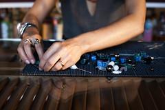 Feixe GleiceBueno-7199 (gleicebueno) Tags: mercadomanual manual redemanual feitoamão feixe feixeacessórios handmade maker design artesanal autoral artesão processo marianabello bijuterias brasil sp atelie atelier