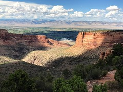 Incredible scenery along the Rim Rock Road in the Colorado National Monument (TrailMob.com) Tags: coloradonationalmonument coloradonm cnm canyonscenery redrocks colorado coloradonationalparks findyourpark trailmob hikingcolorado naturephotography outdoors grandjunction rockies rockymountains trails explore outside nature hiking hike coloradophotography rimrockdrive