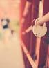 El amor nace del deseo de hacer eterno lo pasajero. Greguería. (Chaguaceda Fotografias) Tags: greguerias candados rojo amor