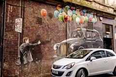 Esperando turno para volar (Jo March11) Tags: glasgow escocia scotland artstreet murales arteurbano color globos arte ieletxigerra idoiaeletxigerra eletxigerra canon canoneos