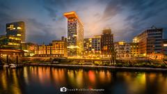 Düsseldorf Medienhafen (mr.wohl) Tags: düsseldorf medienhafen nachtaufnahme spiegelung tamron tamron1530mm rhein promenade