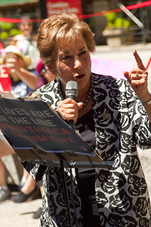Congresswoman Jan Schakowsky Illinois 9th District Our Lives Are on the Line Health Care Rally Chicago 7-29-17 2034