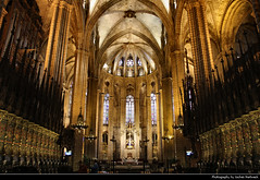 Catedral de Barcelona, Barcelona, Spain (JH_1982) Tags: catedral santa cruz eulalia creu eulàlia cathedral saint gothic archbishop architecture architektur ceiling roof column columns roman catholic kathedrale gotisch landmark building historic historisch barri gòtic pla seu cathédrale saintecroix cattedrale interior innen looking up church religion religious spiritual christian christianity choir chor sillería coro 巴塞罗那主教座堂 サンタ・エウラリア大聖堂 собор святого креста и святой евлалии barcelona barcelone barcellona 巴塞罗那 バルセロナ 바르셀로나 барселона catalonia catalunya spain espana spanien españa espagne spagna 西班牙 スペイン 스페인 испания