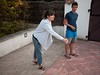 Pauline joue à la pétanque (Dahrth) Tags: panasoniclumixgf1 gf120 lumix20mm micro43 microquatretiers microfourthirds woman brune femme pétanque boules bowling vacances holidays vacations summer été famille family boyfriendjeans sandales sandals