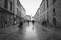 Streets of Dubrovnik (_gate_) Tags: croatia dubrovnik street black white hrvatska photography candid hr old town lovrijenac fort festung novi grad landscape cityscape scape city urban wall meer sea blue sky cloud summer spring sommer frühling nikon d750 afs vr 2485mm weitwinkel wide angle