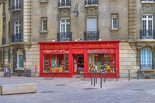 First class Champagnia store near Notre dame