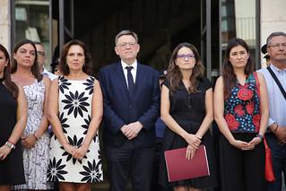 La Generalitat ha convocado una concentración a las puertas de la sede del Consell a la que se han sumado representantes de los grupos políticos de Les Corts. 18/08/2017
