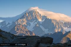 Egli, il Gigante (Valle de La Thuile, Valle d'Aosta) (Sisto Nikon - CLICKALPS PHOTOGRAPHER) Tags: mountain mountains montebianco montblanc valledaosta valléedaoste aostavalley lathuile lathuilevalley dawn sunrise alba montblancmassif italy italianalps alpi alps alpine alpinismo clickalps