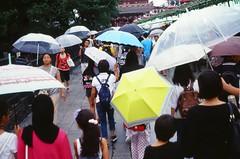 Naka-Mise street (しまむー) Tags: minolta himatic e rokkor 40mm f17 kodak e100vs walk rainy tokyo