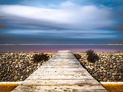 Vue sur sel. (francis_bellin) Tags: provence sud 2017 ponton camargue sel bleu soleil blanc salins nuages salindegiraud aout rouge