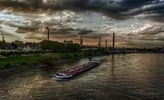 am *alten Rhein* in Duisburg-Homberg (gabrieleskwar) Tags: outdoor duisburg homberg wasser wolken fluss rhein niederrhein ruhrgebiet