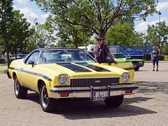 Cooler Typ mit tollem Auto (ingrid eulenfan) Tags: americanrevolutionuscarbikemeeting auto car automobil fahrzeug