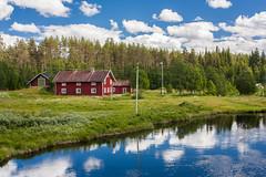 IMG_3049-1 (Andre56154) Tags: schweden sweden sverige wasser water bach river ufer landschaft landscape himmel sky wolke cloud haus house gebäude building holzhaus spiegelung reflection fluss