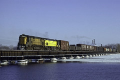 The Long Bridge at Neenah (ac1756) Tags: chicagonorthwestern cnw northwestern alco c628 6716 neenah wisconsin