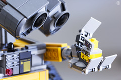 WALL-E big meets little (jezbags) Tags: lego legos toy toys minifigure minifigures macro macrophotography macrodreams macrolego canon60d canon 60d 100mm closeup upclose walle big small friend