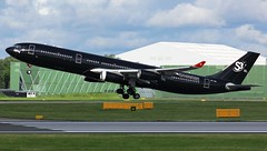 9H-TQM (AnDyMHoLdEn) Tags: hifly a340 egcc airport manchester manchesterairport 23r